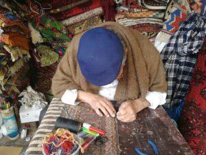 מתקן שטיחים בשוק הפשפשים
